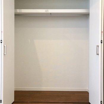 2階洋室のクローゼゼットも容量しっかり◎