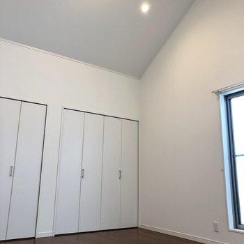 見てください!この天井!とても高くて開放的♪