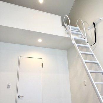 2階の洋室のロフトはこのような感じ!天井が高いので狭く感じません!