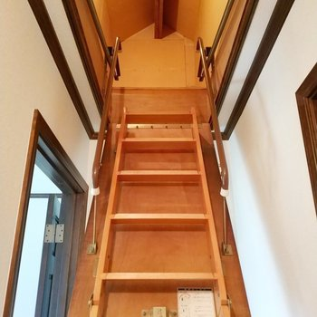 2階の上にも収納があって素敵! ※写真は同間取り別部屋です。