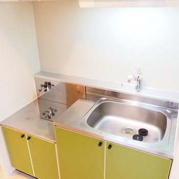 黄緑のキッチンが素敵※写真は別室です