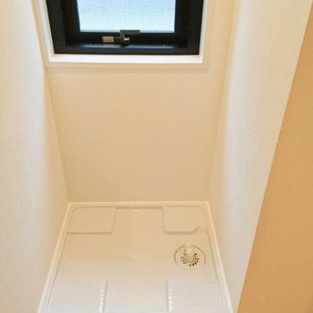 洗濯機はお風呂の側です※写真は4階の同間取り別部屋のものです。