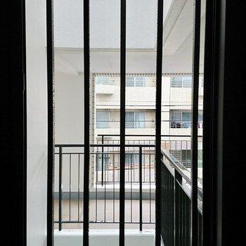 転落防止の鉄格子※写真は4階の同間取り別部屋のものです。