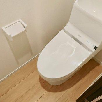 清潔な独立トイレ※写真は4階の同間取り別部屋のものです。