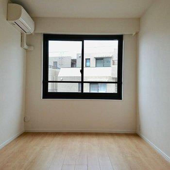 【リビング横洋室】うなぎの寝床みたいで落ち着きます※写真は4階の同間取り別部屋のものです。