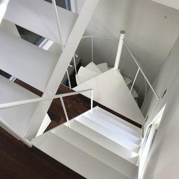 階段が急…