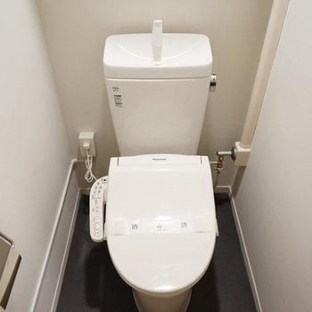トイレにはウォシュレット付き◎※写真は反転の間取りのものを使用