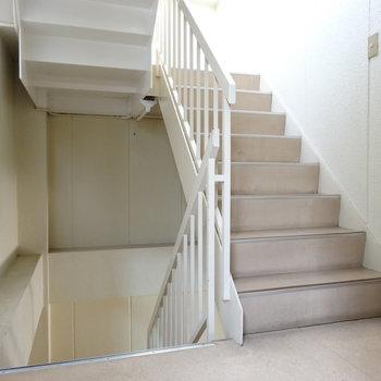 この階段で2階までちょちょいと!