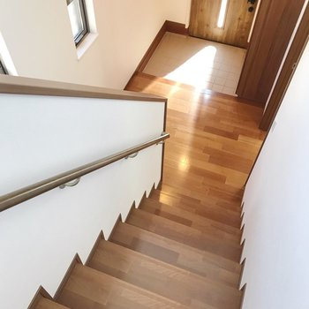 最後にもう1度1階へ。玄関扉も可愛いんですよ。
