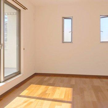 【8帖】奥には広い洋室。夫婦の寝室として使いたい。