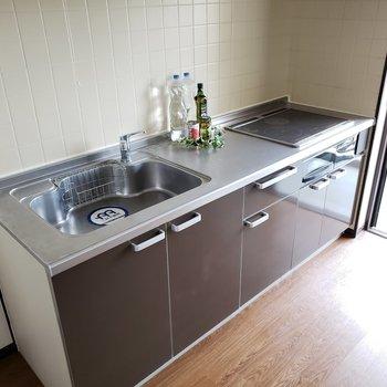 キッチンもキッチン周りもひろ~い!IHなのもお掃除しやすくて嬉しい!(※写真はモデルルームです)