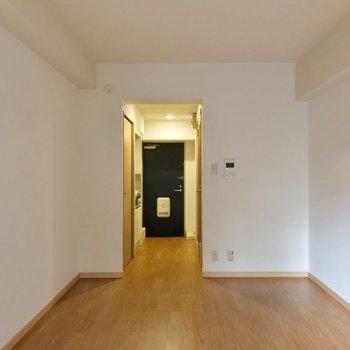 廊下とは突っ張り棒でカーテンをつけてもよさそうです。