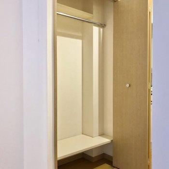 クローゼットは廊下側に。おかげで家具の配置にも困らなさそう。