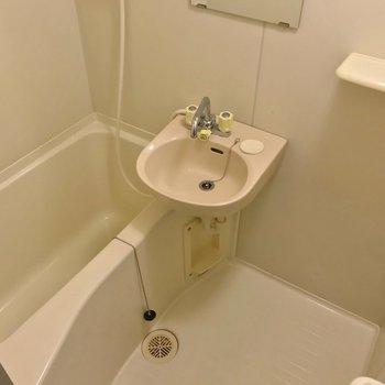 お風呂は2点ユニット。換気はこまめにしたいですね。