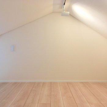 三角屋根が屋根裏部屋っぽい〜