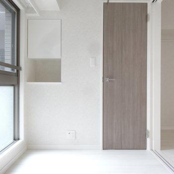 洋室は引き戸で仕切って個室にもなります。