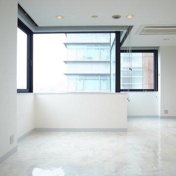 真っ白なお部屋にこの窓の形は…??※写真は2階の別間取りの別部屋です