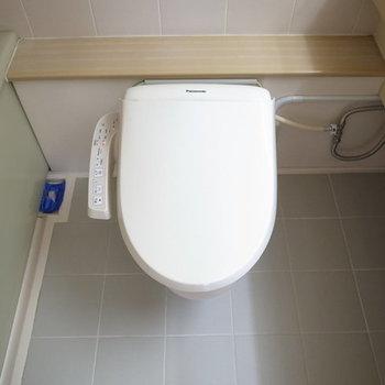 お隣にはトイレが※写真は2階の別間取りの別部屋です