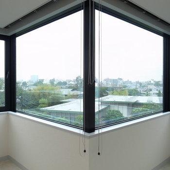 窓がパノラマ写真みたい!※写真は2階の別間取りの別部屋です