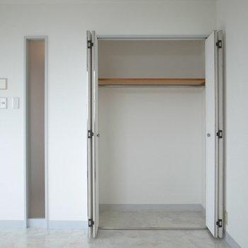 クローゼットはこんな感じよん※写真は2階の別間取りの別部屋です