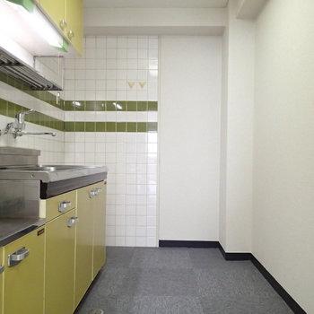 黄色のキッチン。※写真は前回募集時のものです