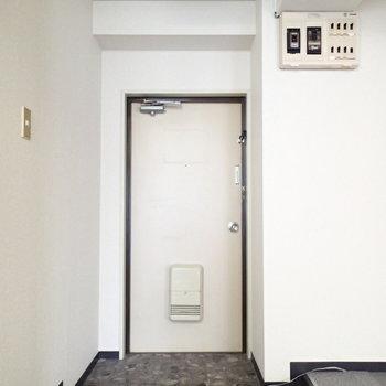玄関はこちら。靴箱用意しましょう!※写真は前回募集時のものです