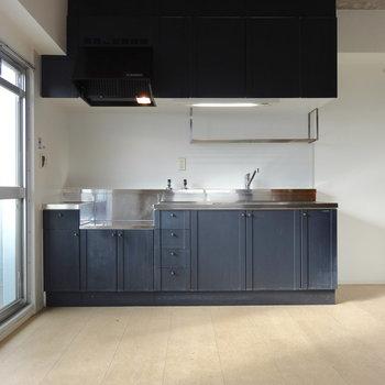 キッチンのデザイン、レトロかっこいいんです。