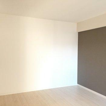 ベッドはこちらに置きますか?※写真は4階の同じ間取りの別部屋です。