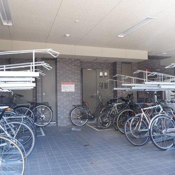 駐輪場があるので、三軒茶屋をサイクリングできますね!