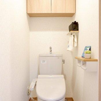 収納やタオル掛けなど、あると嬉しい設備が充実しています。