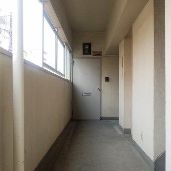 共用部はこんな感じ。エレベーターあります!