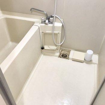 お風呂はシンプル。掃除しやすそうですね!