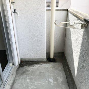洗濯機はこちら!お隣さんがいないのであまり気にならないですよ