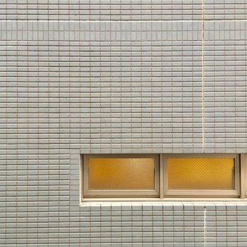 こちらはLDKからの眺望。壁!!!