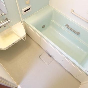 お風呂は足を伸ばせる広さ!追い炊き付きとは。