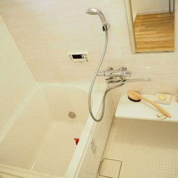 お風呂は追い焚き機能付きでゆったり
