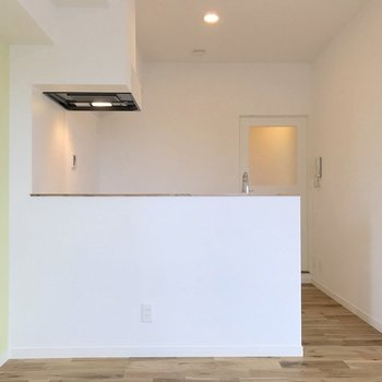 キッチンは開放感あるカウンターキッチンに!※写真は前回施工のお部屋です