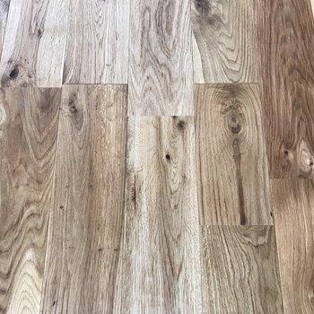 【イメージ】オークの無垢床で大人モダンな印象に!