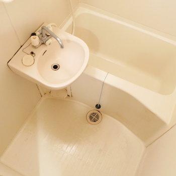 浴槽はしっかり。 ※クリーニング前の写真です