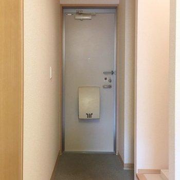 玄関も割と広め〜! ※写真は同間取り別部屋