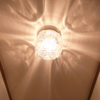 レトロな照明。光の広がり方が独特ですね。