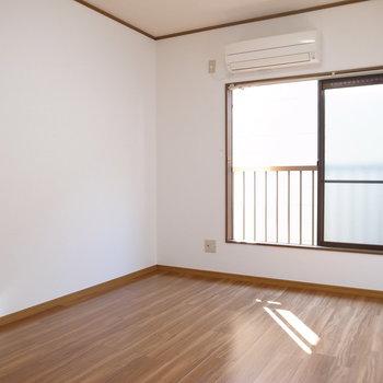 シンプルな6帖の居室。