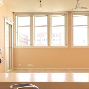こんな素敵なお部屋を見ながらお料理できるなんて、憧れ…(※写真は4階の同間取り別部屋、清掃前のものです)