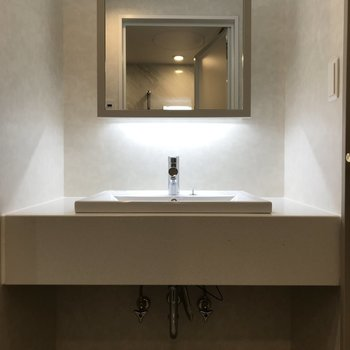 ホテルの洗面台みたい!※写真は7階の同間取り別部屋です。