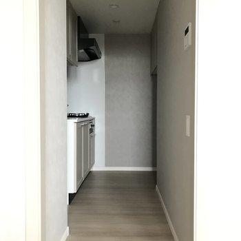 キッチンは奥まっていてお部屋から見えないのが良い◎※写真は7階の同間取り別部屋です。