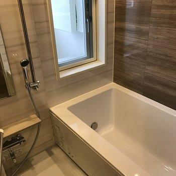 ゆったり浴室です。