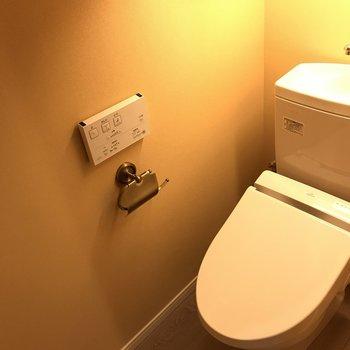 トイレもオレンジなのね。