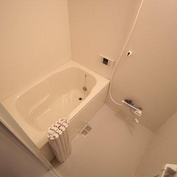 お風呂もこじんまりしていますが、キレイです!※写真は前回募集時のものです。