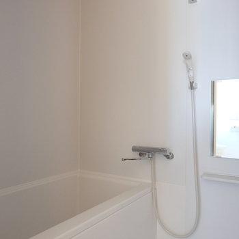 お風呂はクリーンな白※写真は前回募集時のものです