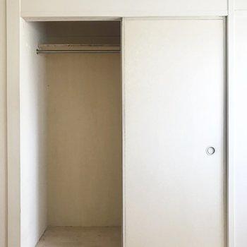 和室の入口の反対側にはクローゼットが隠れてました!